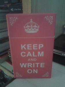 શાંતિ રાખો, અને લખ્યા કરો!